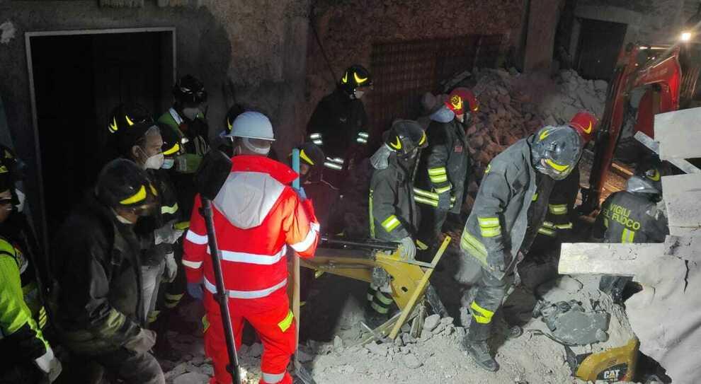 Abruzzo, operai morti nel crollo del cantiere: primi indagati, domani le autopsie