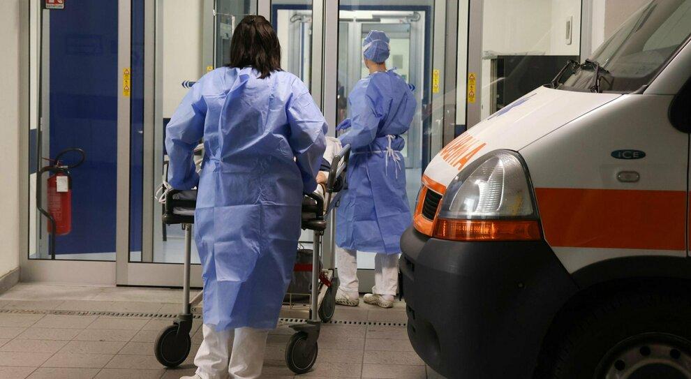 Covid, infettato un italiano su 20: superati i 3 milioni di casi da inizio pandemia. Ecco perché il virus corre