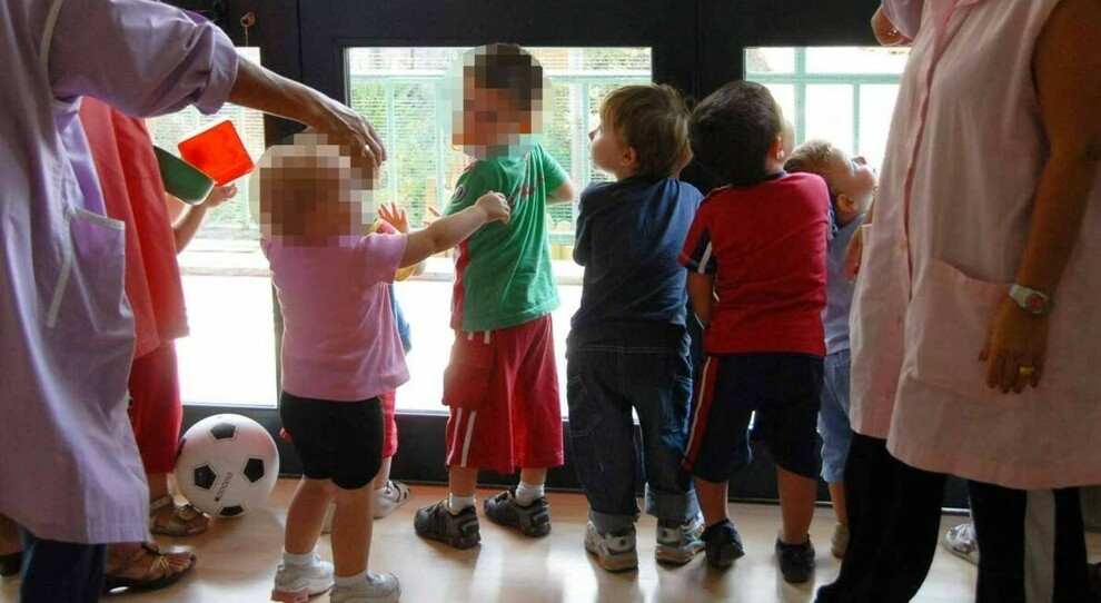 Roma, asili senza maestre, bimbi rimandati a casa: «Troppe malate Covid»
