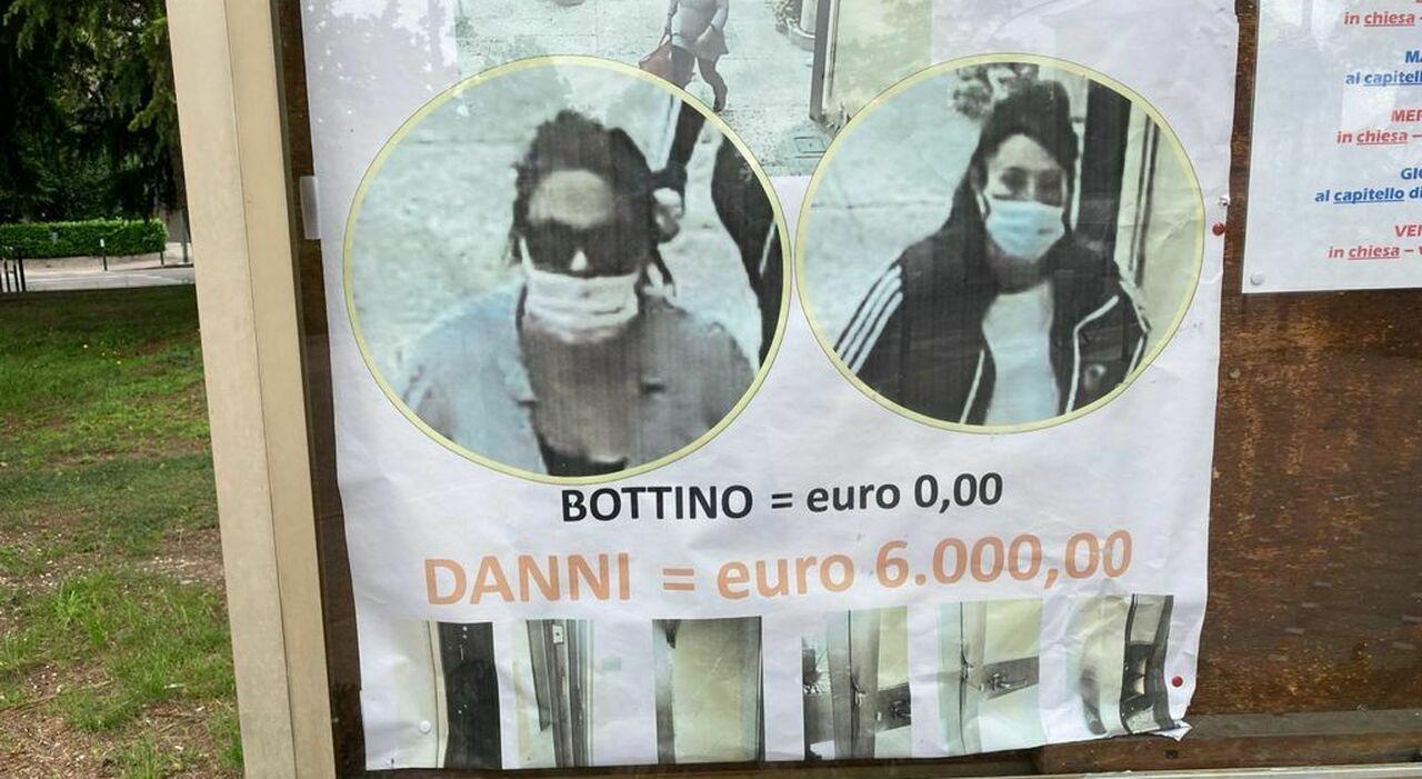 Il manifesto nella parrocchia di San Pietro Orseolo, a Mestre, con le foto delle due ladre