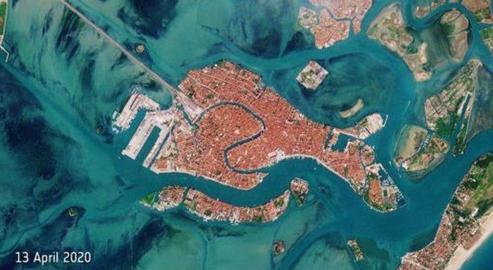 Cartina Sicilia Satellite.Venezia Laguna Blu E Canal Grande Deserto Nelle Foto Dal Satellite Esa