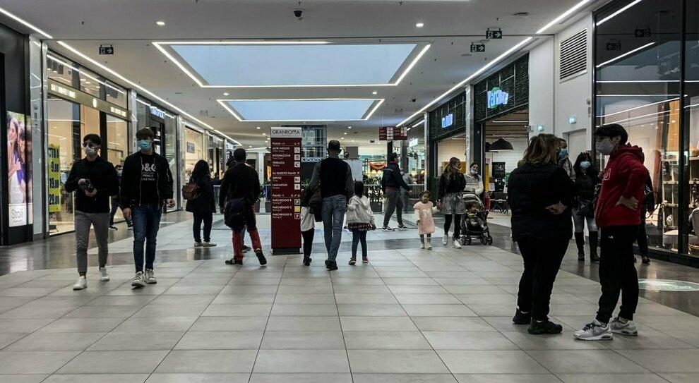 Covid, centri commerciali chiusi a Roma: migliaia di posti a rischio