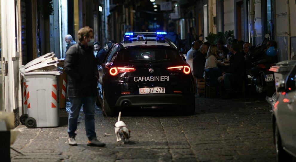 Coprifuoco, De Luca: lockdown subito. Piazza contro le chiusure