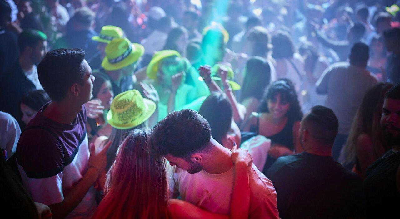 Stadi al 75%, cinema e teatri all'80%, pressing per le discoteche: dal Cts le nuove capienze per il pubblico