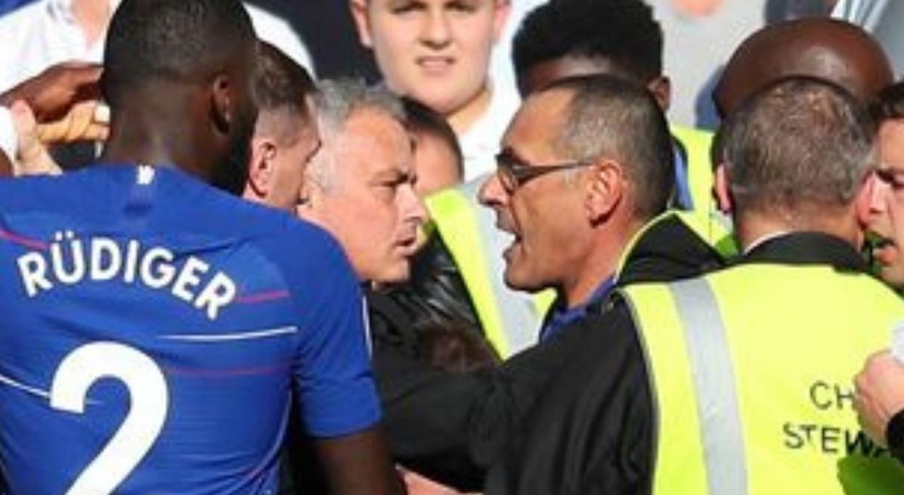 Sarri contro Mourinho, Roma già impazzisce per il derby delle panchine