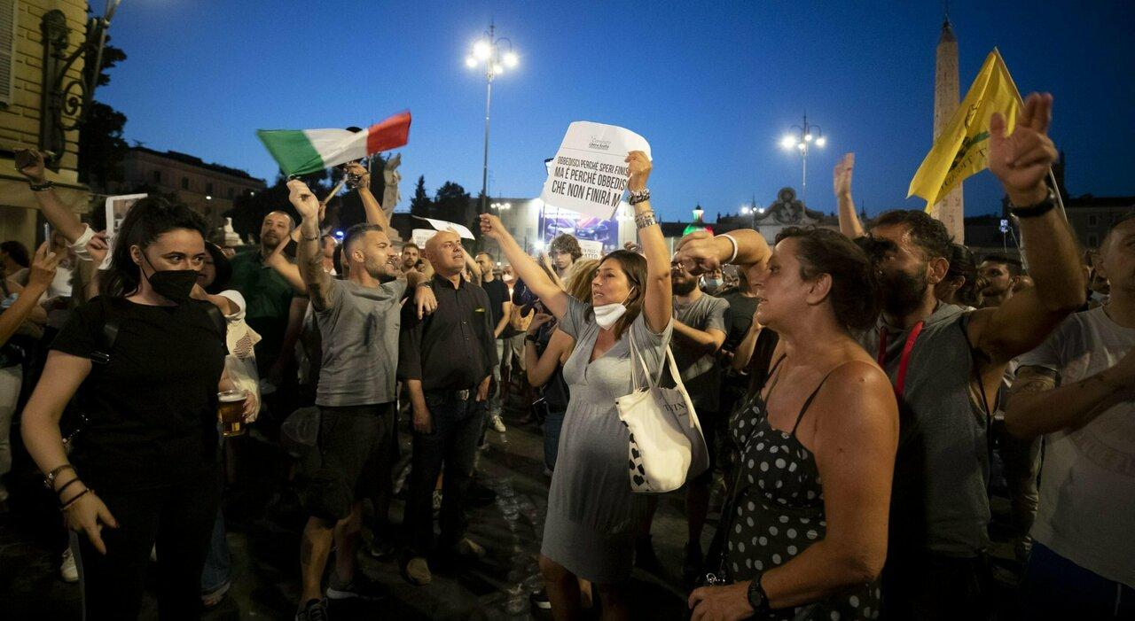 No vax, post raddoppiati: mezzo milione di italiane nella rete delle fake news