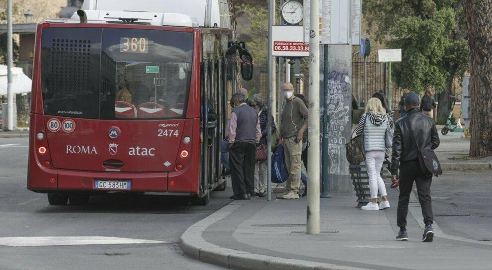 Roma, all'Atac via 300 persone: deve assumerle Cotral (ma non sanno guidare)