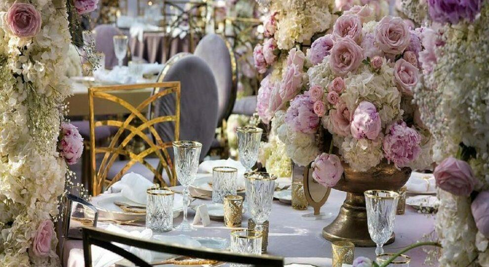 Matrimoni, nuove regole dal buffet agli invitati. Ristoranti, cinema, spa e parchi: si riparte così