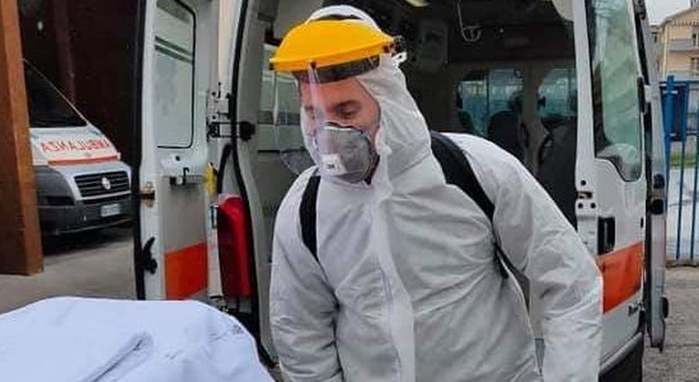 Coronavirus, Franco muore a 56 anni. Il sindaco: «Ciao amico mio, quante partite di calcetto insieme»