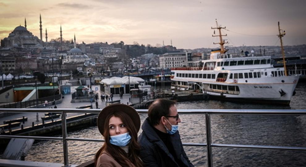 Covid, la Turchia apre ai turisti inglesi: «Questa estate non ci sarà bisogno del passaporto vaccinale»