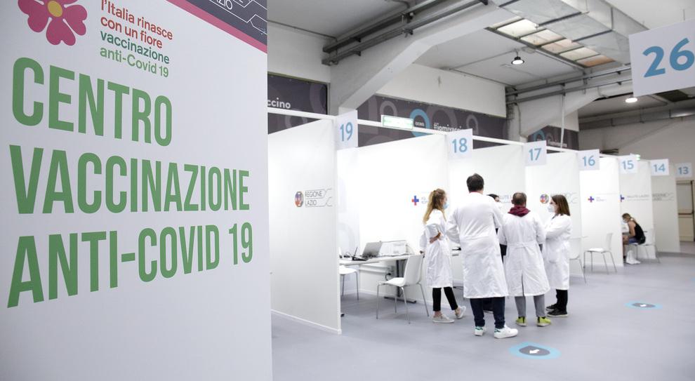 Vaccini Lazio, no ai richiami a ferragosto: salta il prossimo open day