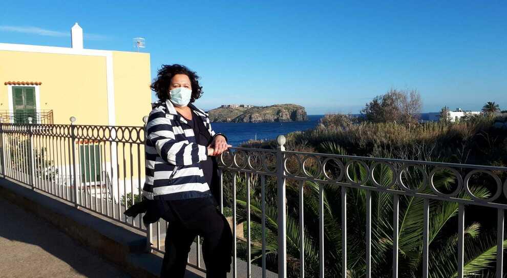 Fuga a Ventotene, la scelta di vivere sull'isola Covid-free: «Qui ho iscritto mio figlio a scuola»
