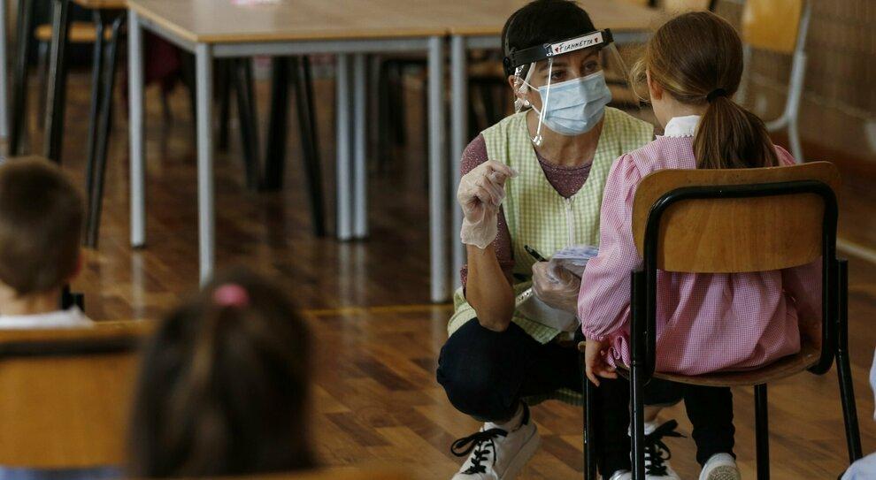 Roma, varianti Covid, boom tra i bambini: chiusure in 400 scuole