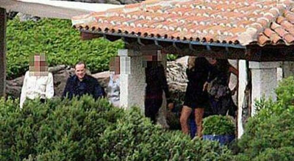 """Silvio Berlusconi a villa Certosa nelle foto """"rubate"""" e pubblicate da El Paìs nel 2009"""