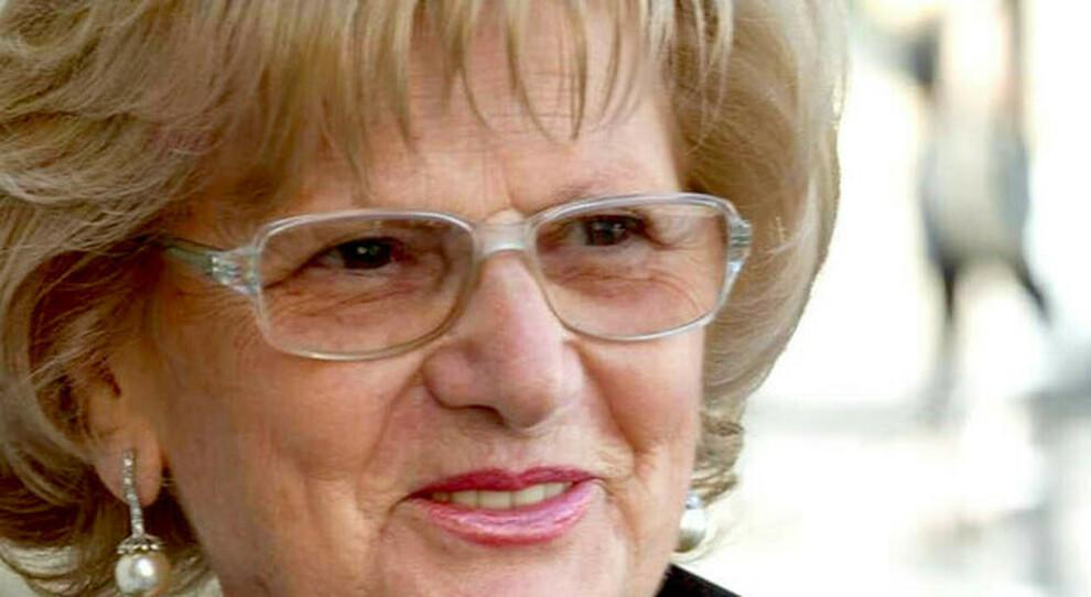 Ex infermiera morta dopo la seconda dose Pfizer, l'autopsia: uccisa da un infarto