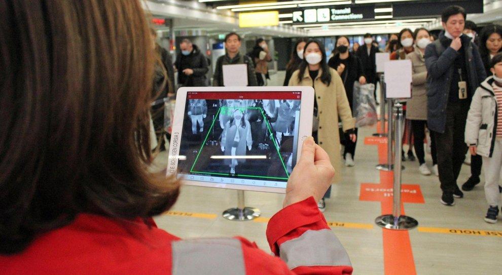 Coronavirus, il piano in caso di emergenza: termo scanner nelle stazioni e hotel requisiti