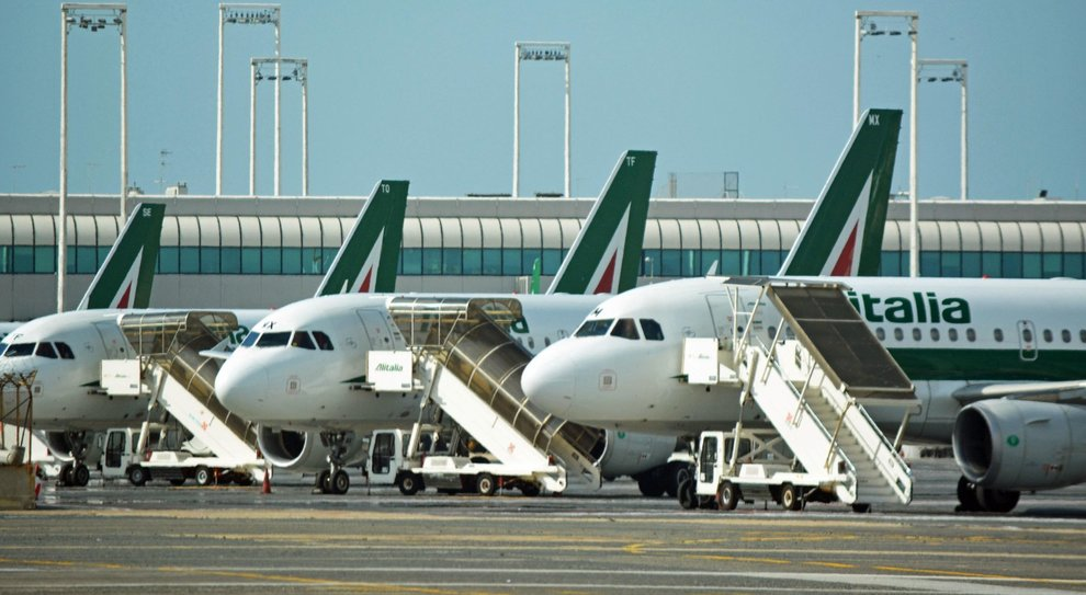 Alitalia, altri voli cancellati. Via Crucis per i rimborsi