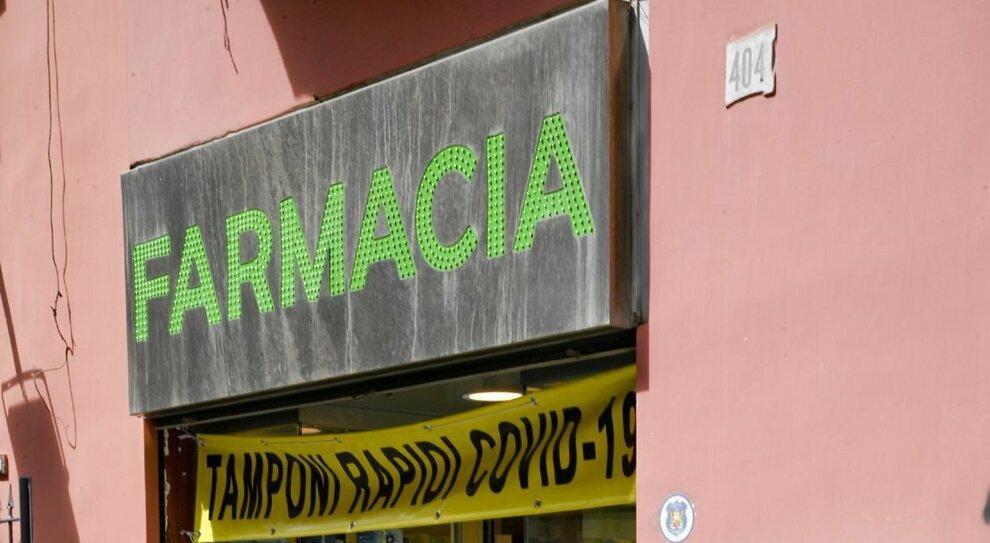 Roma, vaccini in 700 farmacie e subito il green pass