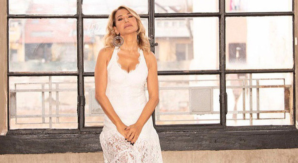 Barbara D'Urso in lacrime a Pomeriggio 5 interrompe l'intervista: «Scusate, non ce la faccio...»