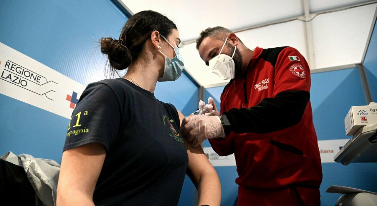 Vaccino Lazio, fasce d età per l estate. Dal 2 giugno prenotazioni con ticket virtuale per over 18 anni e 30-40enni