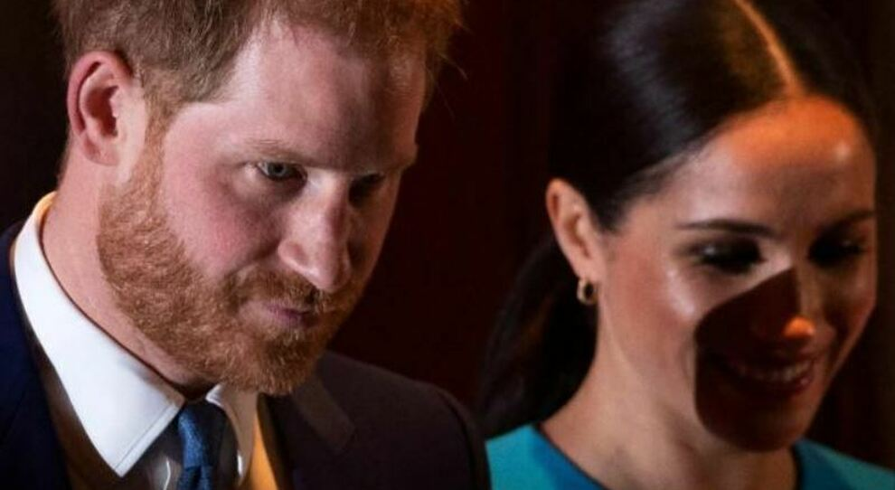 Il principe Harry motiva il suo addio: «la stampa britannica stava distruggendo la mia salute mentale»