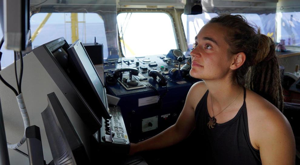 Sea Watch, storia di Carola, pirata eroina della sinistra che gioca a fare il capitano grazie a papà