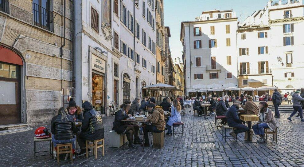 Lazio torna zona gialla, Speranza firma l'ordinanza: Puglia, Sardegna, Sicilia, Umbria e Bolzano arancioni