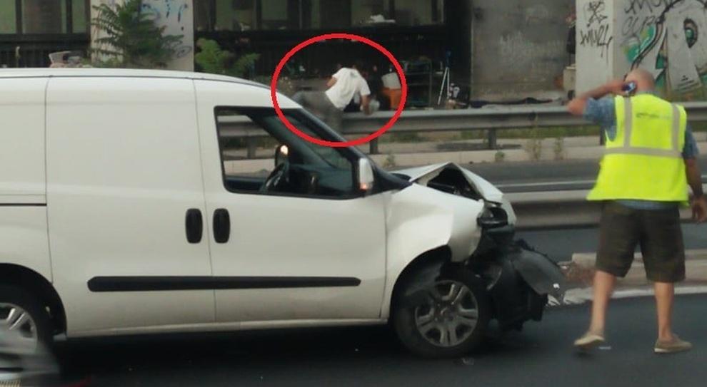 Rom a piedi in Tangenziale, nuovo pericolo per le auto