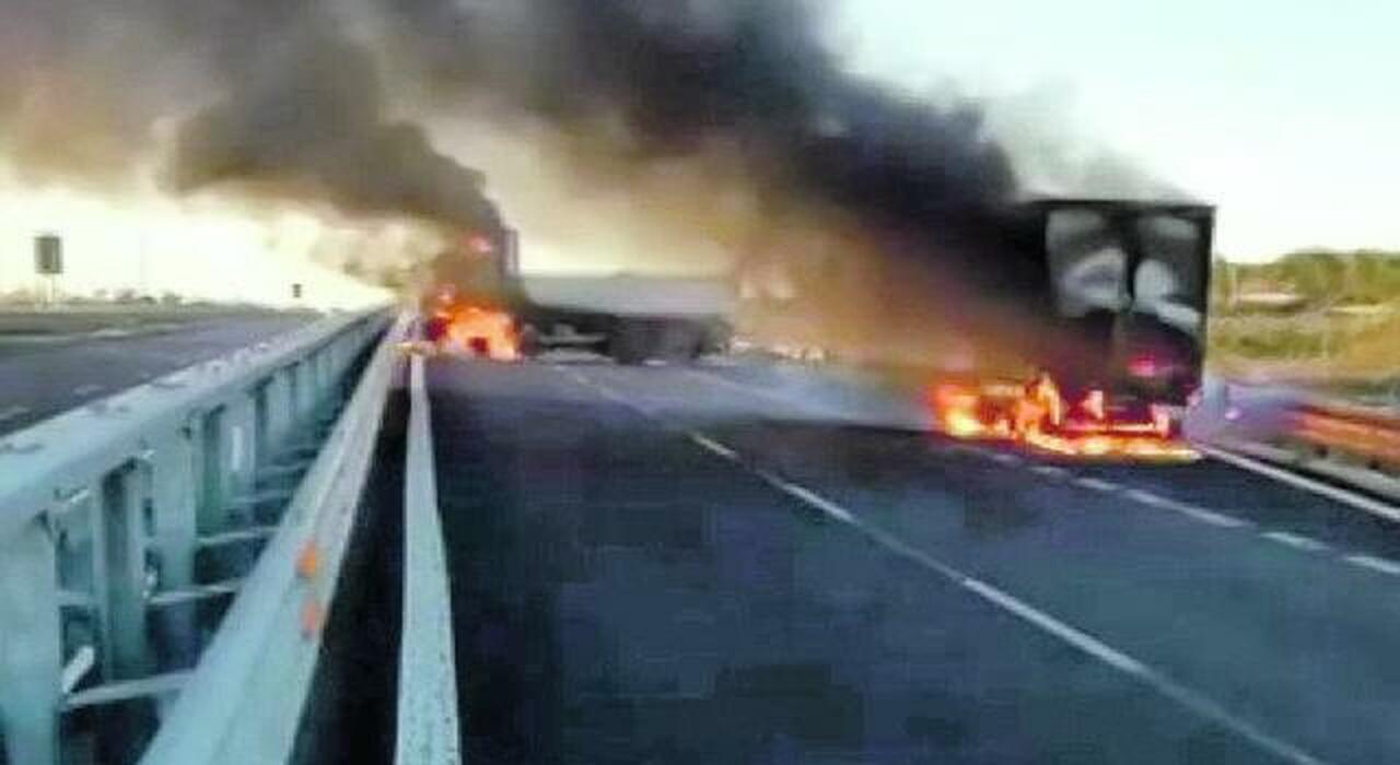 Rapina sulla A1, assalto a un portavalori: chiodi e mezzi in fiamme, ma i banditi falliscono il colpo