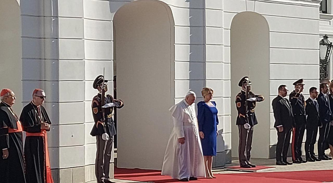 Papa Francesco elogia la Slovacchia, avanti tutta a sostenere l'Europa: i deboli non sono un peso
