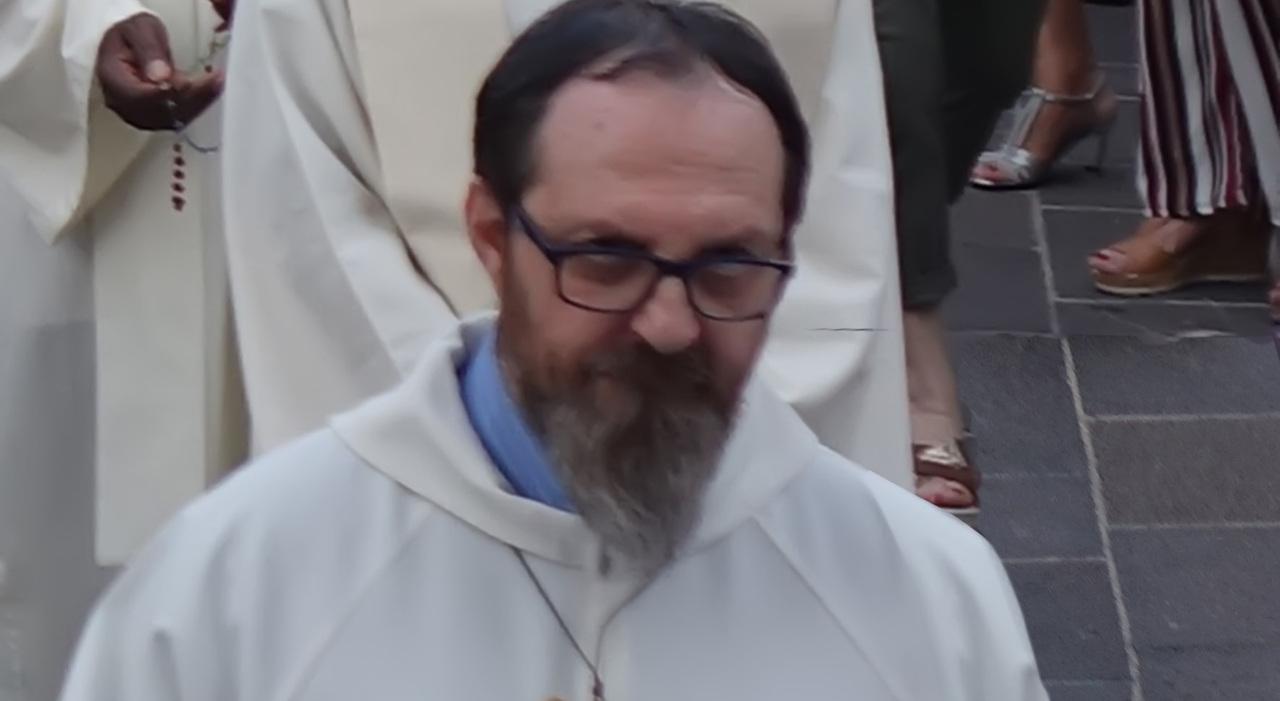 Vedovo, padre di tre figli, diventa sacerdote a 61 anni