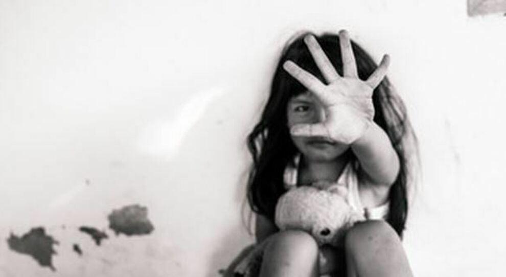 Abusi sui bambini in aumento durante la pandemia: «più 17% dei casi online»