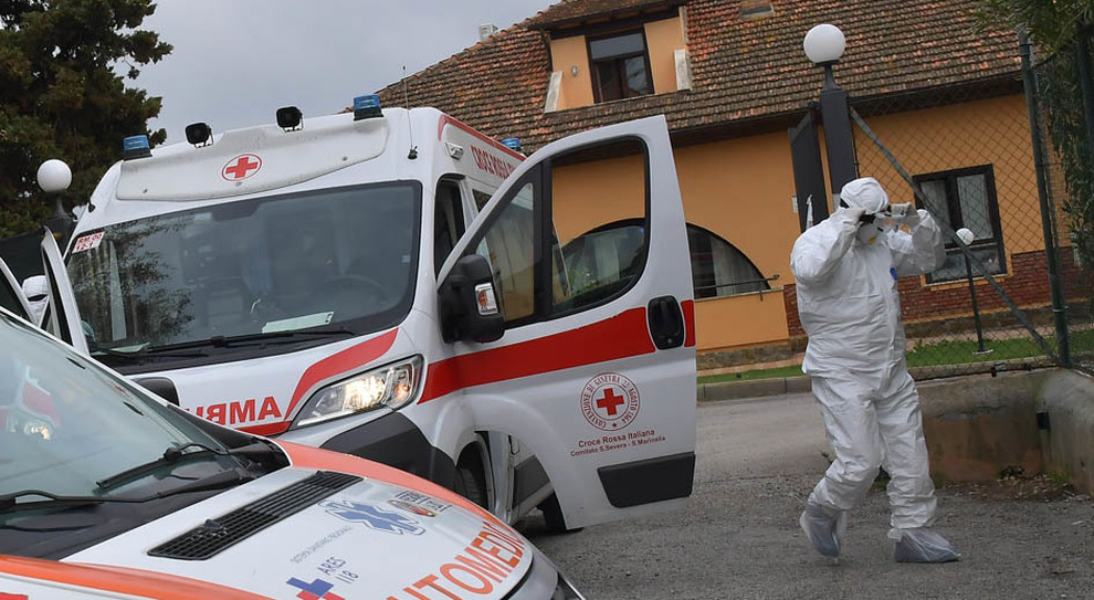 Un soccorso alla Rsa focolaio Bellosguardo durante l'emergenza Covid