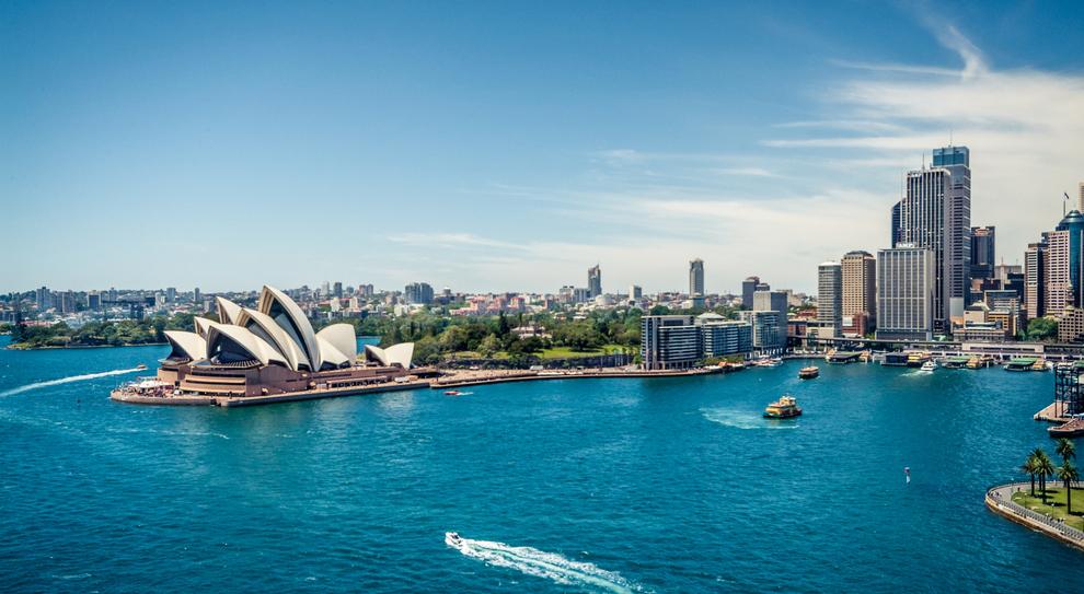 Sidney, la città simbolo dell'Australia, in una profonda baia all'interno del'oceano