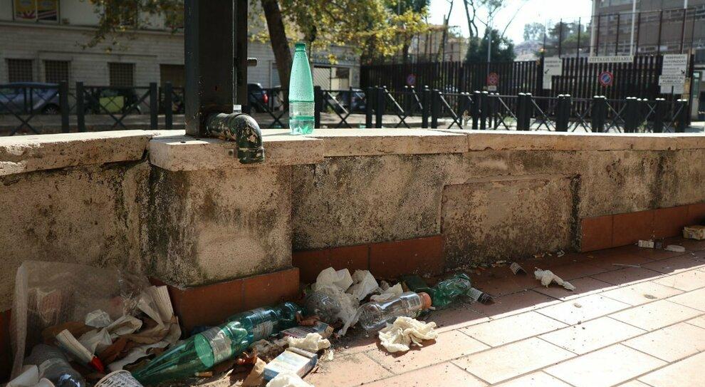Sbandati, rifiuti e abbandono: c'era una volta piazzale Clodio
