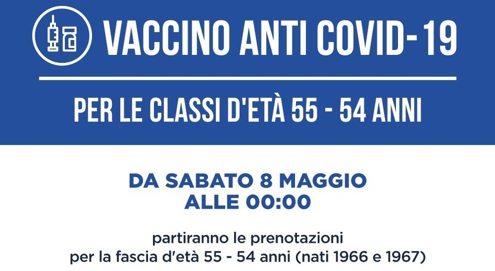 Vaccini Lazio, domani prenotazioni per chi ha 54-55 anni (nati nel 1966 - 1967): centri, farmaci e come evitare le file