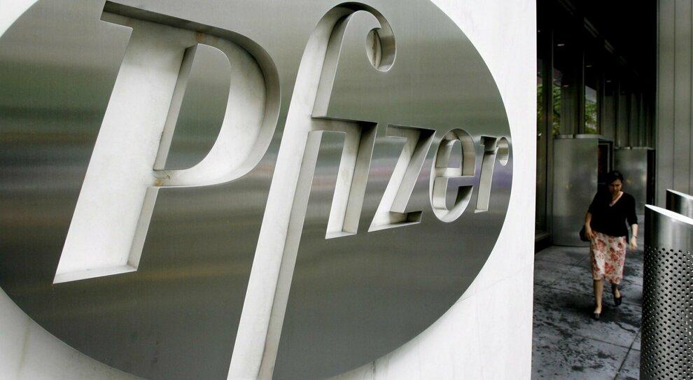 """Pfizer, è dell'Italia il primato di reazioni allergiche al vaccino: segnalati 26.849 """"eventi avversi"""""""