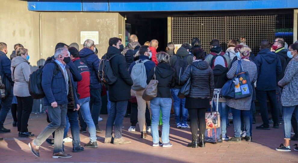 Scuola, allarme contagi a Roma: boom di alunni positivi. «Servono più tamponi»
