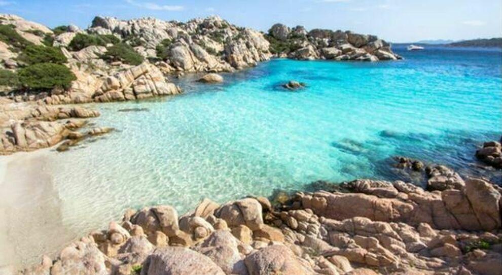 Isole minori Covid-free: il piano del governo per rilanciare il turismo. Immunizzazione da fine aprile