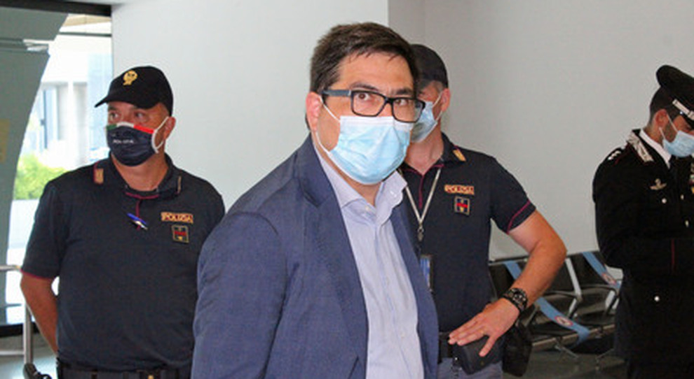 Covid Lazio, D'Amato: «Mascherine in strada se salgono i contagi, locali chiusi a Capodanno»