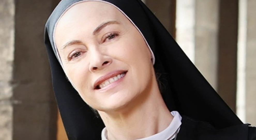 """L'attrice Elena Sofia Ricci è suor Angela nella serie tv """"Che Dio ci aiuti"""" sulla Rai"""
