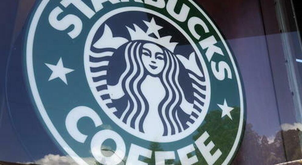 """Roma, dopo i rinvii apre Starbucks: il """"frappuccino"""" a San Silvestro"""