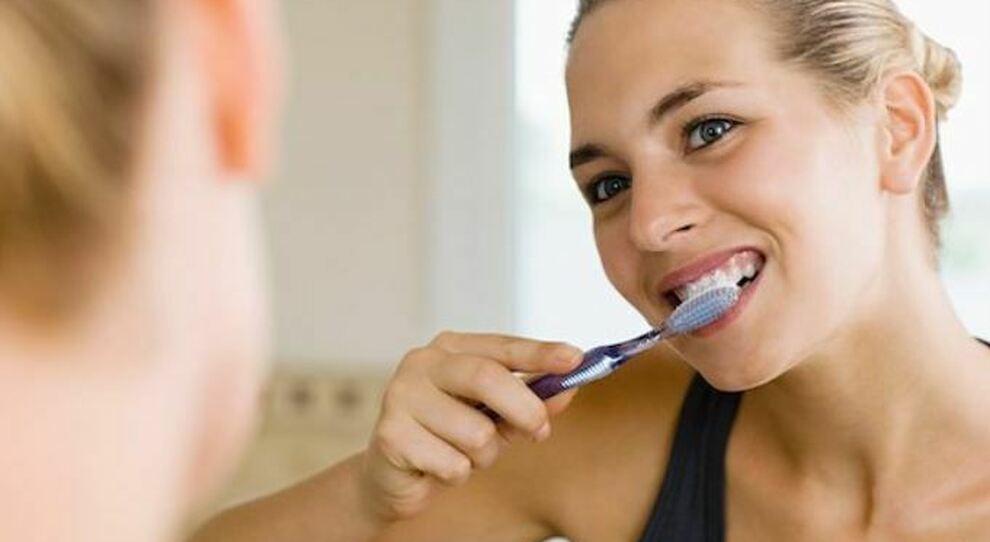 Covid, lo studio: bocca sana protegge, con infiammazione gengivale aumenta probabilità forme gravi