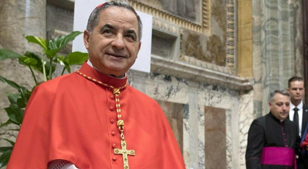 Vaticano, Becciu licenziato dal Papa: «Sconvolto, ma obbedisco»