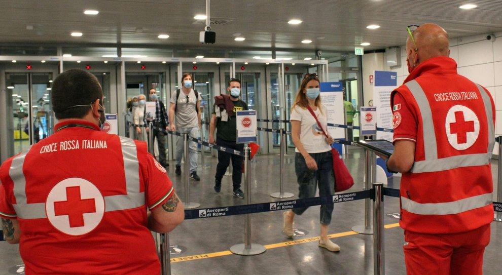 Virus, vacanze in sicurezza dopo il lockdown? «In Italia e con l auto»