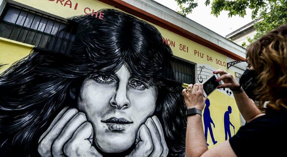 Claudio Baglioni compie 70 anni: i fan gli regalano un murales nella sua Centocelle