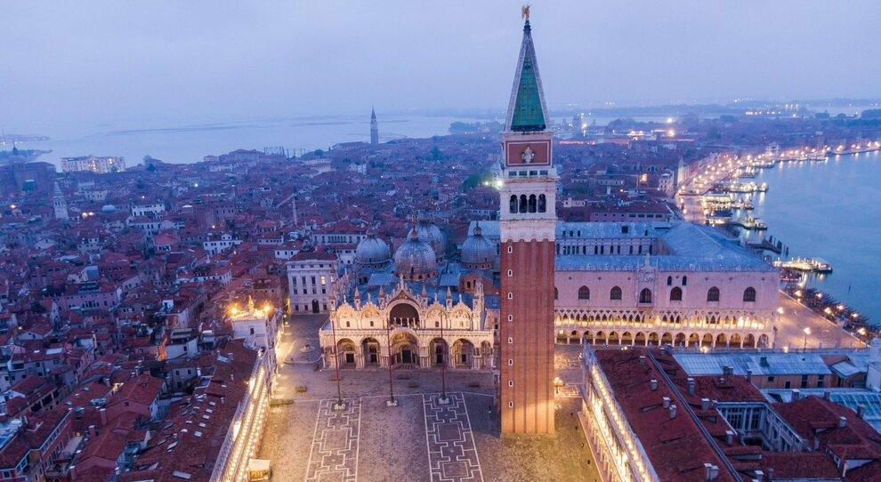 Zona arancione Veneto, Marche e Trento. Campania e Liguria rosse. Luca Zaia: «Riapro le scuole»