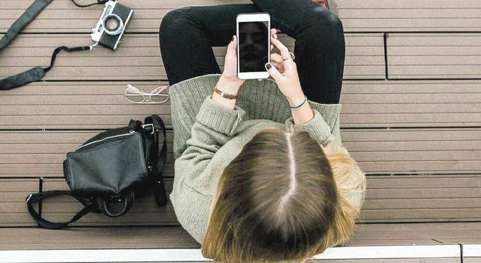 Safer internet day, gli adolescenti e il disagio che corre sui social