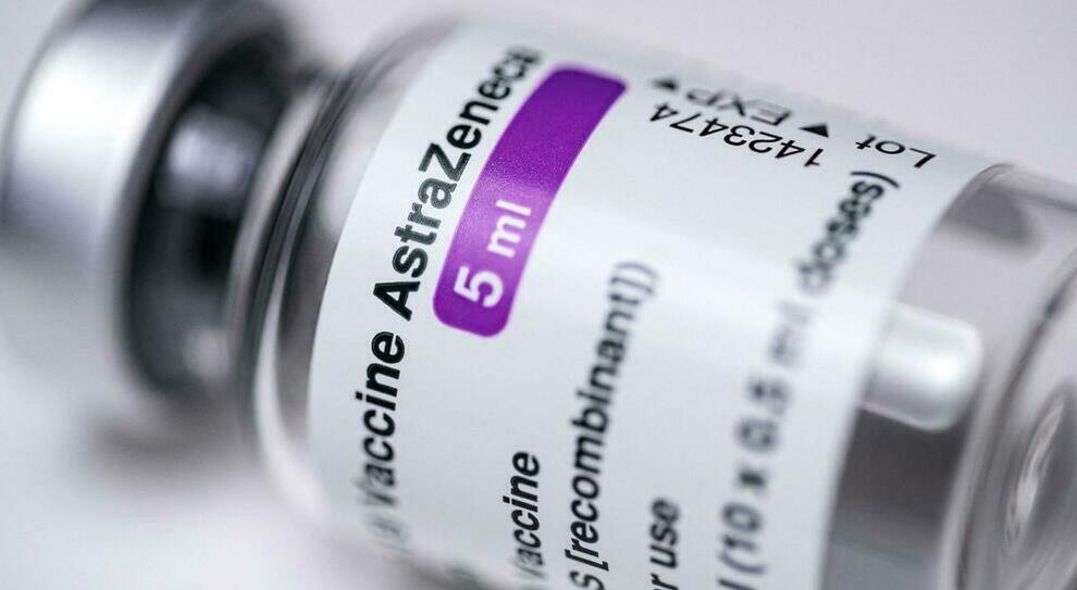 AstraZeneca, Londra segnala 30 nuovi casi di coaguli e 22 trombosi del seno venoso cerebrale