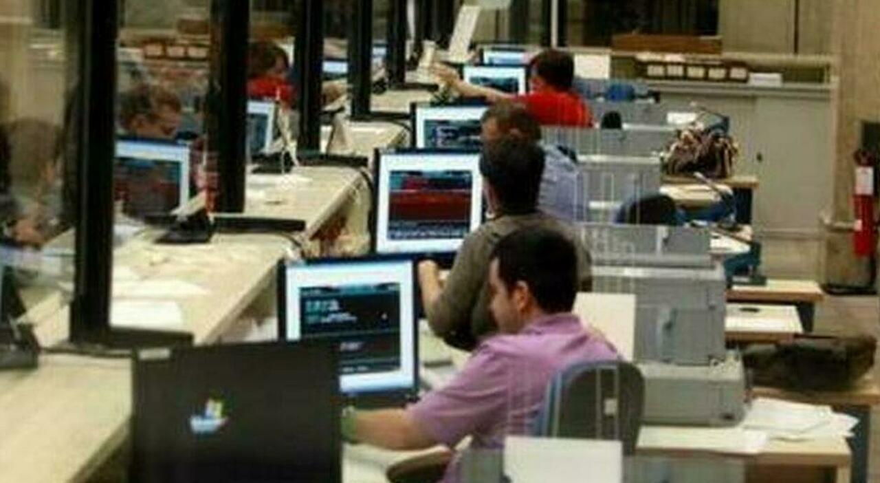 Statali, smart working anche a orario fisso e negli scatti entra il titolo di studio